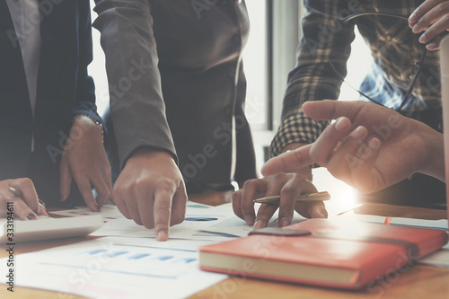 Obraz na płótnie Businesswoman holding pens and holding graph paper are meeting to plan sales to meet targets set in next year