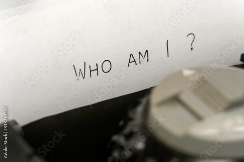 Obraz Close up of printed text Who am I on an old typewriter - fototapety do salonu