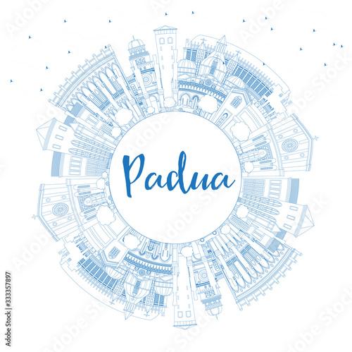 Carta da parati Outline Padua Italy City Skyline with Blue Buildings and Copy Space