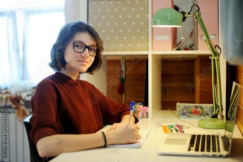 teenager girl distance education Tapéta, Fotótapéta