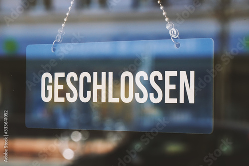 sign geschlossen - closed in german - economy crisis or business closure concept Fototapete