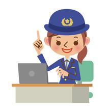 ノートパソコンを使いながら解説する女性警察官