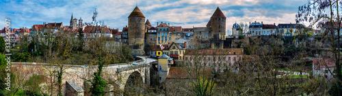 Le pont et le village Canvas Print