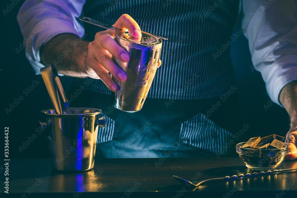 Fototapeta Bartender making cocktail