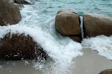 Bay Of Fires  Binalong Tasmania,  Waves Breaking Over Rocks On Beach Aboriginal Name: Larapuna