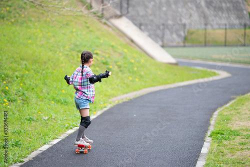 Fényképezés スケートボードで遊ぶ女の子