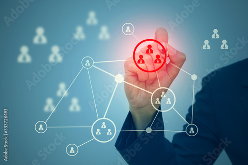 Fotomural Business man selecting target group or marketing segmentation concept