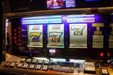 Vintage Slot Gambling Machine ...