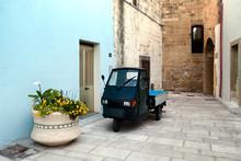 Green Italian Autorickshaw Par...