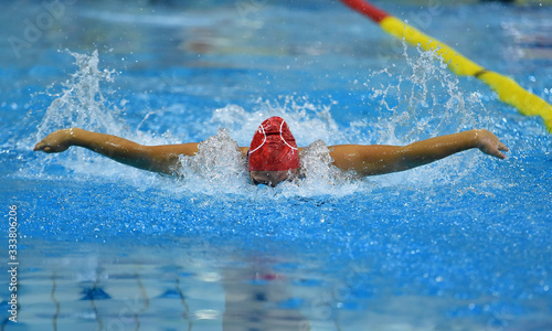 Fotografía nadadora en una competicion de natacion