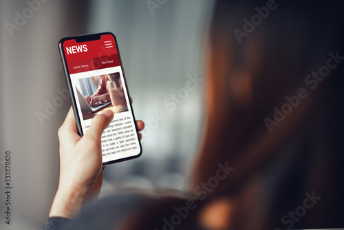 Photo Online news on a smartphone
