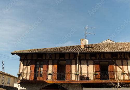 Photo Maisons à colombage du village de Villeréal dans le département du Lot et Garonn