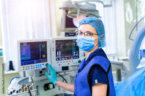 Intensive care emergency room with artificial lung ventilation monitor in the intensive care unit Fototapet