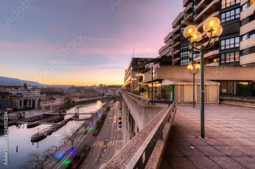Foto Rhone river and old buildings by sunset, Geneva, Switzerland - HDR