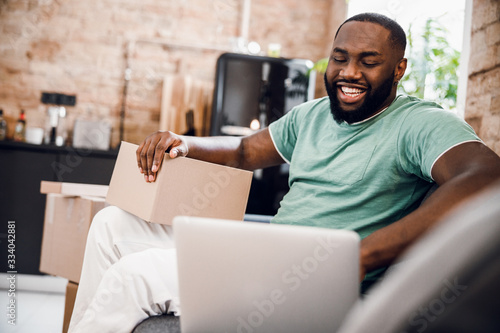 Fotomural Smiling man feeling good after moving stock photo