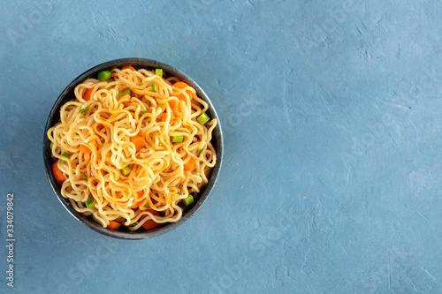 Instant noodles with carrot, scallions, and a sauce, a vegetable soba bowl, over Fotobehang