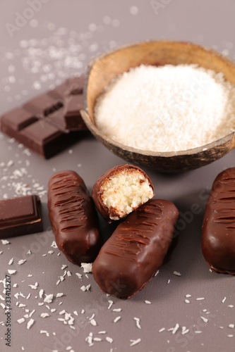 Photo chocolate bar and coconut powder- homemade bounty