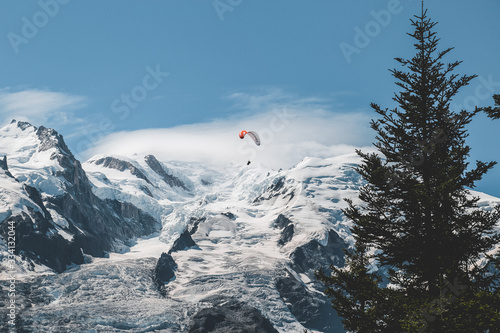 Fotografie, Obraz skydiver over the mountains