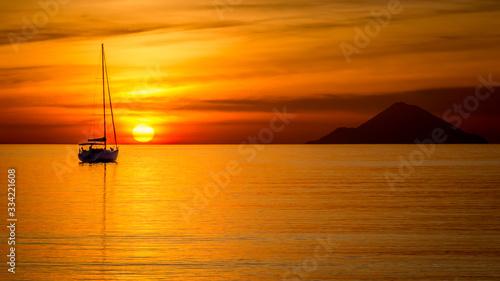 Coucher de soleil sur le Stromboli Canvas Print