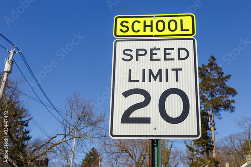 Tablou Canvas Road sign displaying 20 mph speed limit warning