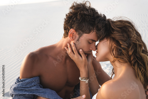 Fotografie, Obraz passionate young couple kissing on sandy beach