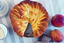 Delicious Homemade Apple Pie W...