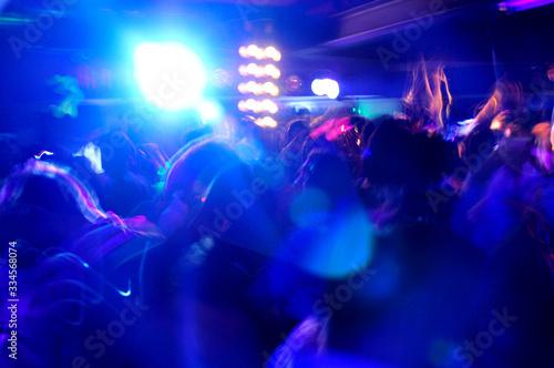 Fotografia, Obraz Multitud bailando en club nocturno / Crowd dancing in night club