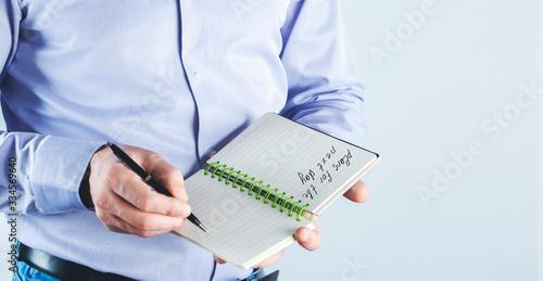 Fototapeta writing a to-do list the next day obraz na płótnie