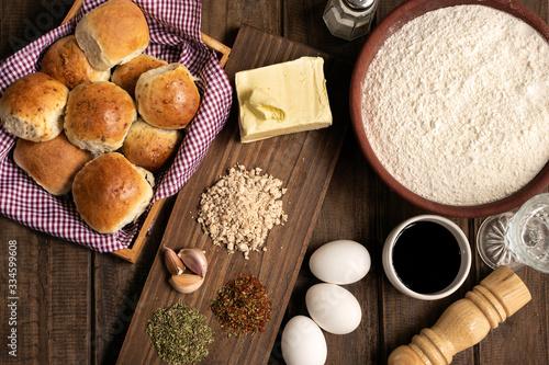 pan casero saborizado con especies y sus ingredientes