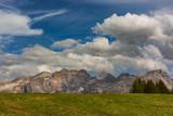Fototapeta Na sufit - Włochy. Dolomity - masyw Fanes pod niebem z obłokami