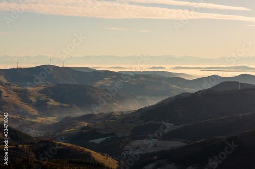 Fototapeta Blick von Belchen in den Schwarzwald und Alpen obraz na płótnie