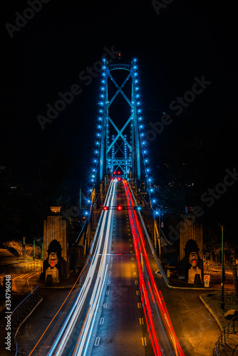 Lionsgate bridge at night фототапет