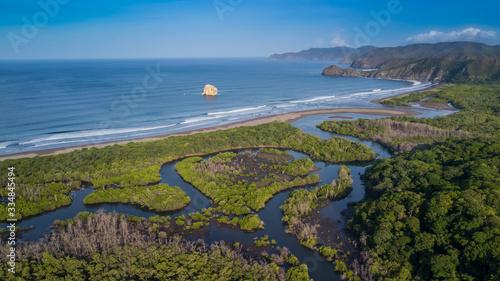 Obraz na plátně playa naranjo Costa Rica, en la imagen Roca Bruja un icono para los amantes del