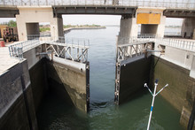 Operation Process Of The Nile River Lock, As It Passes Through Esna In Egypt, Africa, Seen From A Boat That Crosses It.