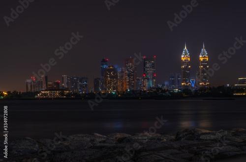 Photo DUBAI - may 2019: Burj Al Arab the luxury seven star Dubai hotel at night