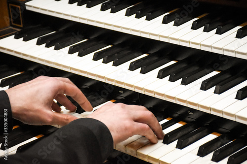 Stampa su Tela Close-up male musician hands playing the pipe organ