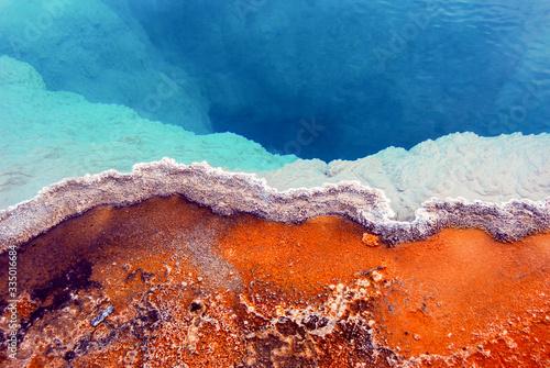 Closeup of colorful Geothermal Hot Springs in Yellowstone National Park Fotobehang