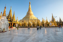 Shwedagon Pagode In Yangon, Myanmar Ehemals Burma