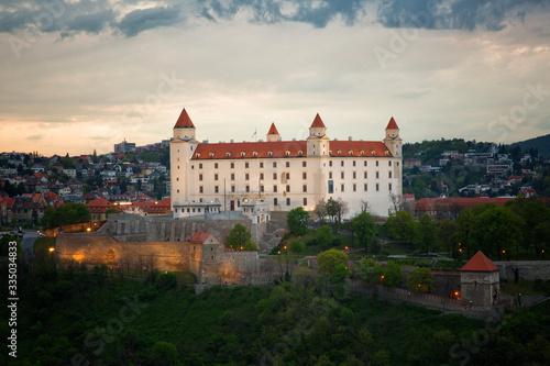 Cuadros en Lienzo Bratislava castle in night, Slovakia