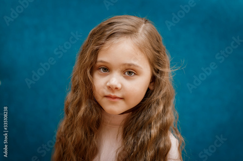 Obraz portrait of a little girl with a serious expression - fototapety do salonu