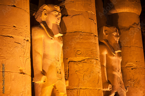 Night view of dramatically lit stone statues of ancient Egyptian pharaoh Ramses Canvas-taulu