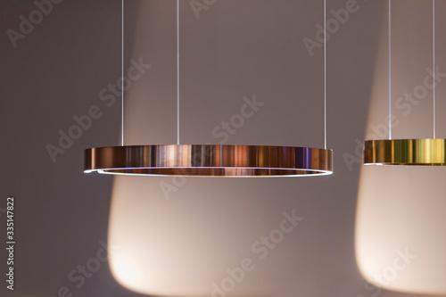 Photo Modern streamlined mirror copper ring chandelier