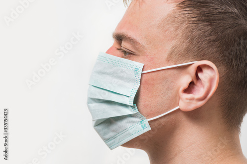 Fotomural Adult man in medical mask