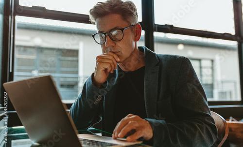 Obraz Business professional working on laptop in office - fototapety do salonu