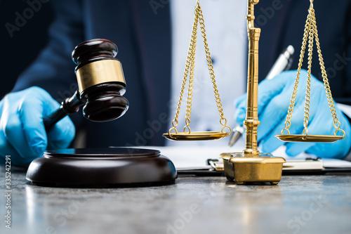 Αφίσα Judge Writing On Paper