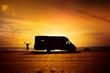 canvas print picture - Mit Wohnmobil am strand bei Sonnenuntergang