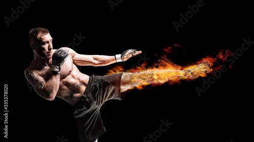 Kickboxer posing in the ring Fototapet