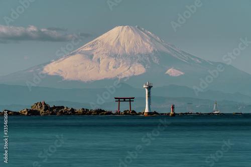 Valokuvatapetti 富士山と鳥居