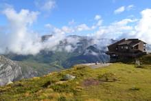 Mountain Cottage In The Mounta...