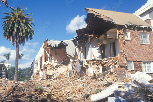 A Santa Monica apartment building destroyed by the Northridge earthquake in 1994 Canvas Print